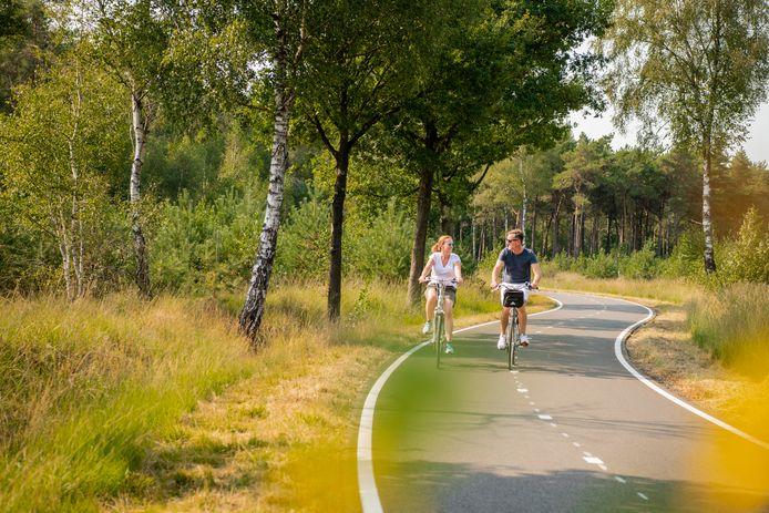 De fietsallee tussen Ulvenhout en Alphen-Chaam krijgt een historisch verhaal om het toeristisch te promoten.