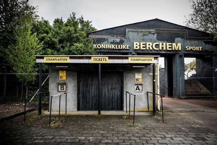 Het Ludo Coeckstadion van Berchem, met beschermde boog. Beeld Diego Franssens