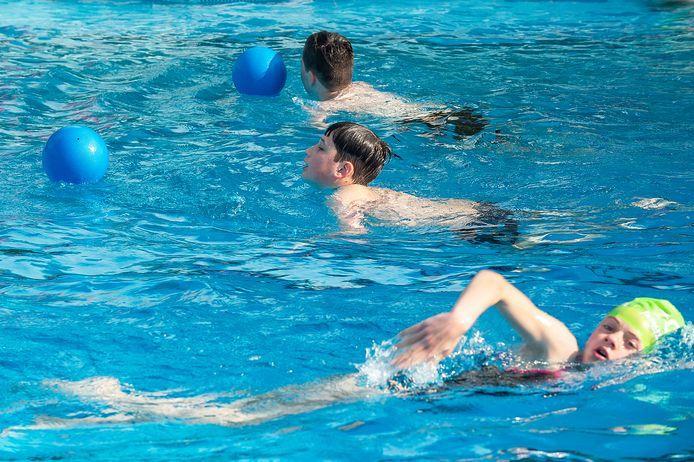 OUD GASTEL Pix4Profs / Marina Popova.  Reddingsbrigade De Vuurtoren lag er - net als vele zwemclubs - bijna 1 jaar uit. Vandaag proeven ze voor het eerst weer zwemwater.