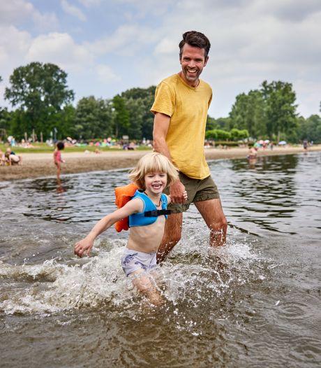 Hugo (34) bedacht handige zwemhulp: met dit beestje op de rug gaan kinderen vanzelf watertrappelen