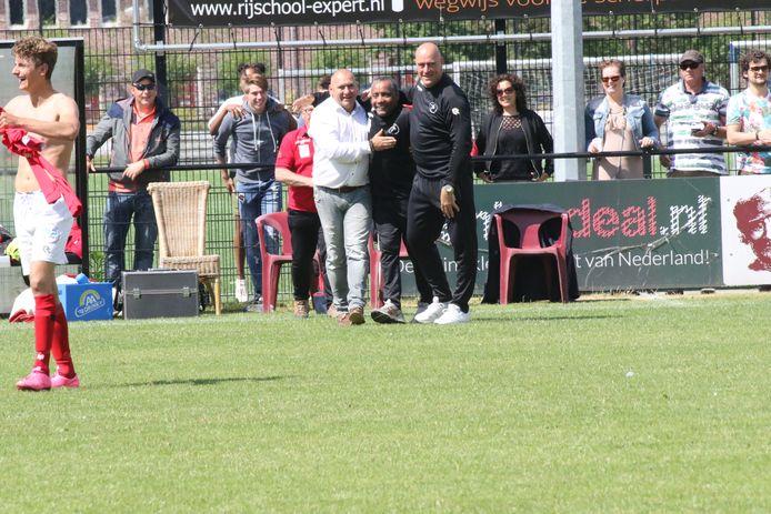 Kees Dorrepaal (links, hier tijdens zijn eerste periode als teammanager van Goes) is deze week op 57-jarige leeftijd overleden.