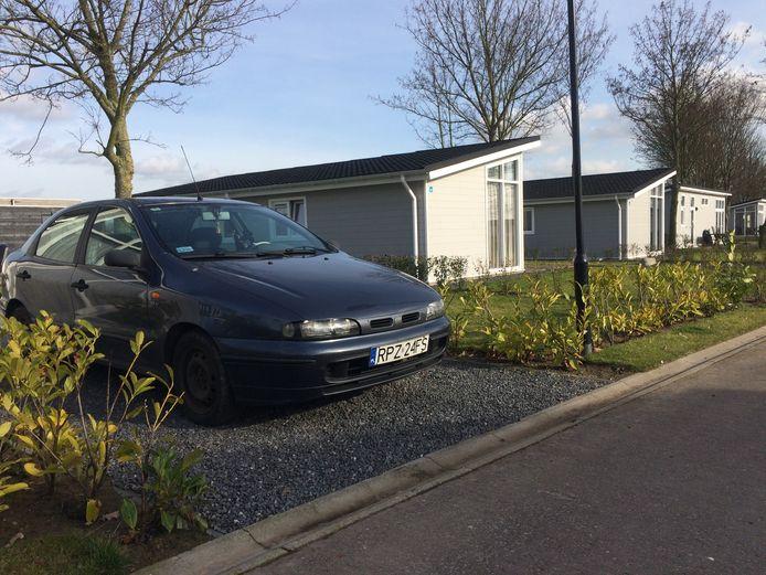 In diverse huisjes op recreatiepark Het Esmeer in Aalst verblijven arbeidsmigranten. De gemeente Zaltbommel gaat hier tegen optreden.