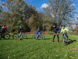 Vlaamse Wielerschool start mountainbiketrainingen op cyclocrossparcours in Sint-Gillis