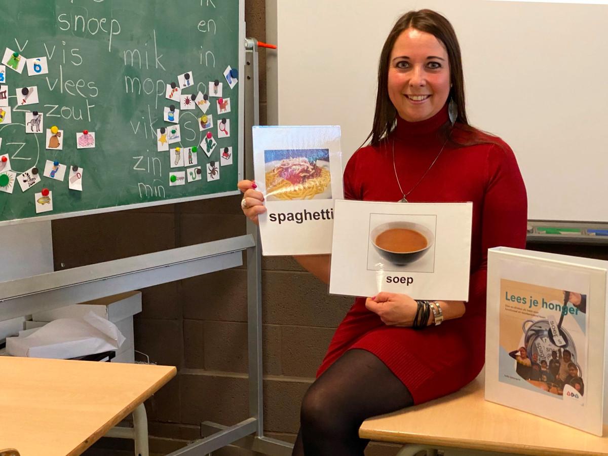 """""""Zeg nu zelf: hoe vaak lees je 'maan' of 'roos'?"""", zegt Sofie Uyttersprot, leerkracht in het buitengewoon onderwijs. """"Melk en mayonaise zien de kinderen dagelijks op de keukentafel en in de supermarkt."""""""
