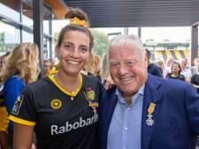 Lintjes voor Gerard Booij en Frédérique Matla op het hockeyveld van HC Den Bosch