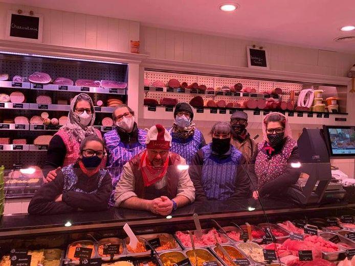 Bij slagerij Kris in Mere vierden ze carnaval in de winkel.