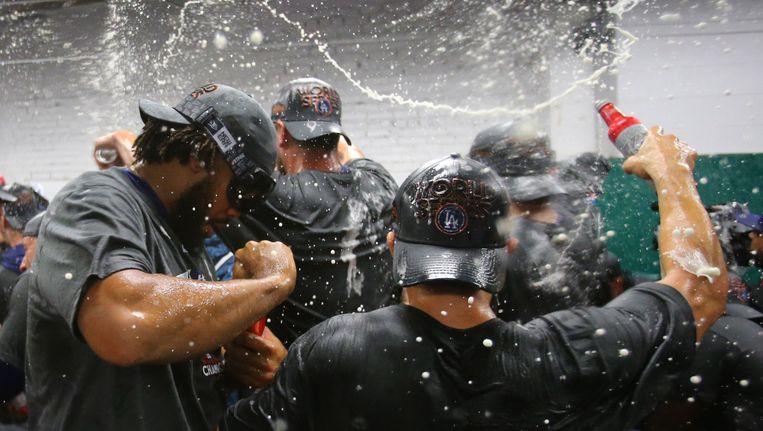 Kenley Jansen (links) en zijn ploeggenoten van de LA Dodgers vieren het bereiken van de World Series. Beeld photo_news
