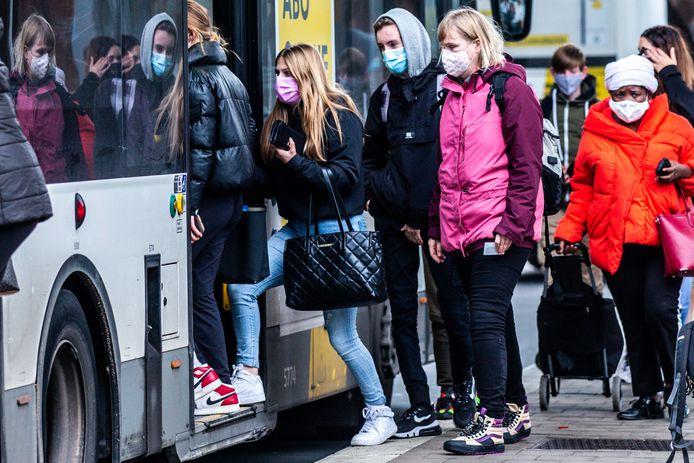 È ancora obbligatorio indossare la mascherina sui mezzi pubblici.
