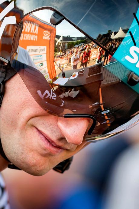 Team Sky passeert Poels voor Tour