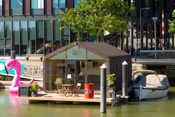 Een Wikkelboat in Rotterdam, twee hiervan komen er aan de Tramkade