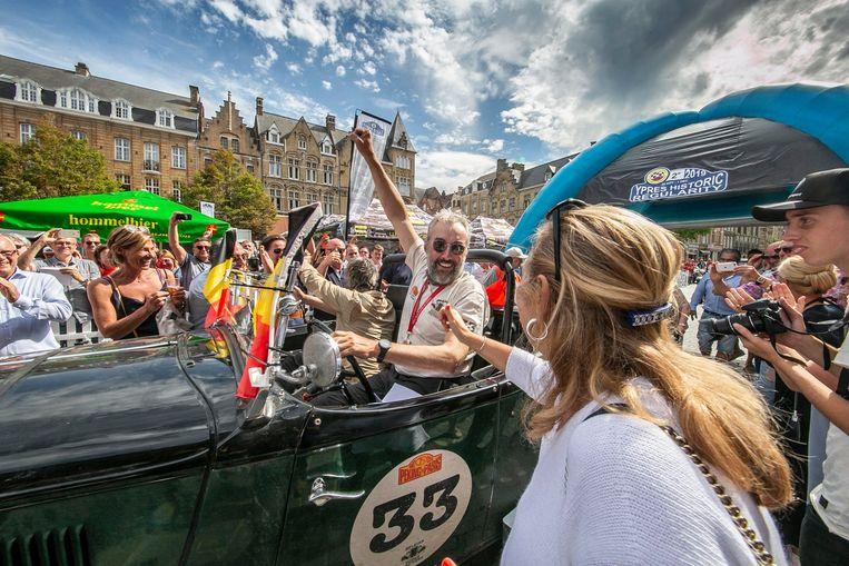 Patrick Debusseré uit Gits en Bernard Vereenooghe uit Roeselare werden als helden onthaald op de Grote Markt in Ieper.