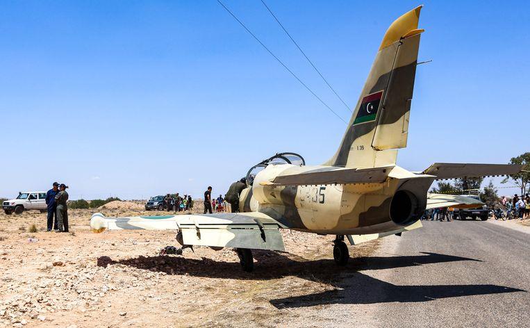Een Libische L-39 Albatros gevechtsvliegtuig dat eigendom is van de troepen van Haftar. Archiefbeeld. Beeld AFP