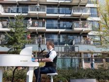 Pianist Lodewijk verrast  bewoners van De Koperhorst