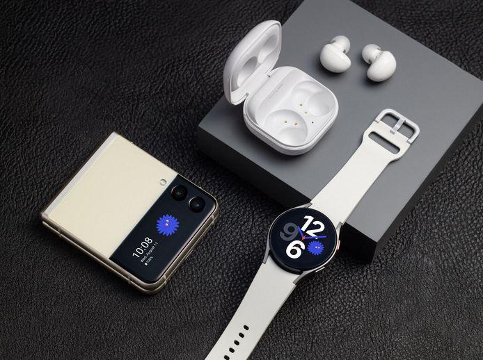 De Samsung Galaxy Z Flip 3, Galaxy Buds 2 en Galaxy Watch 4.