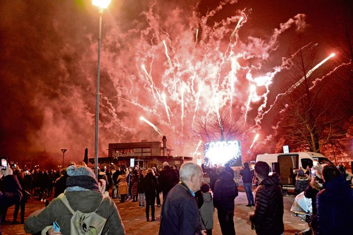 Groots vuurwerk in Zoetermeer rond de jaarwisseling