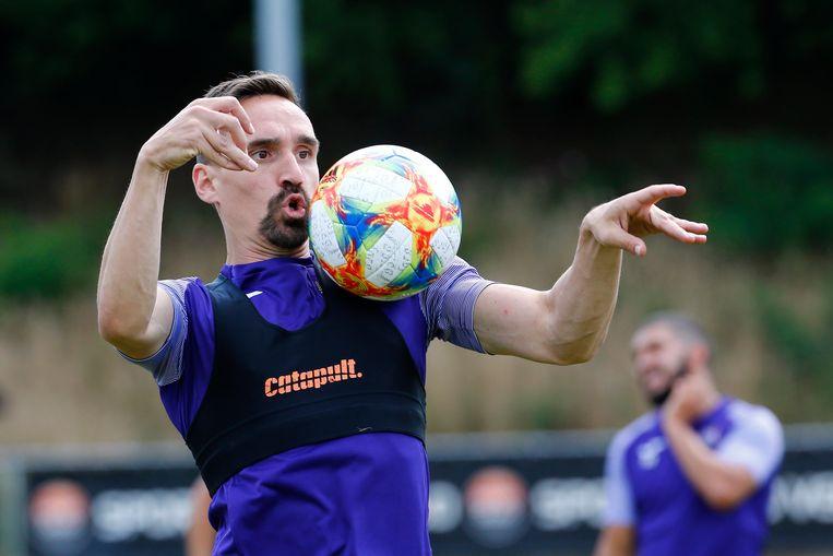 Sven Kums is voorlopig alleen op training te bewonderen met de bal. Beeld Photo News