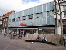 Zo'n vijftien tompoezen afstand houden bij zieltogende Hema in Doetinchem: 'Heel zuur'