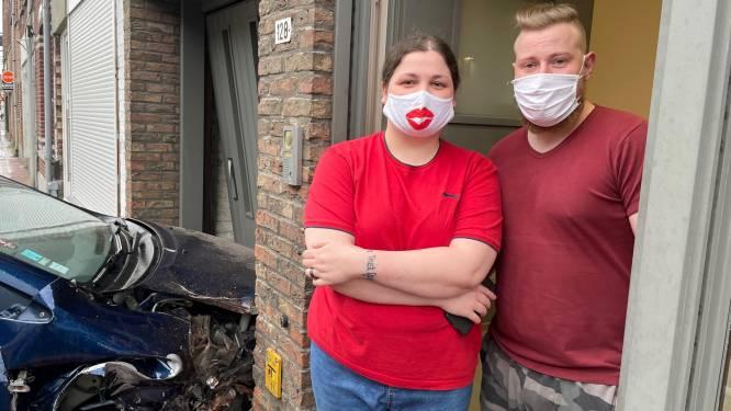 """Wagen belandt in garage en tegen gevel jong koppel na botsing in Menen: """"Onze woning staat net te koop"""""""