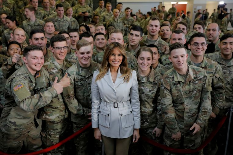 Melania poseert met militairen in North Carolina in 2019. Beeld REUTERS