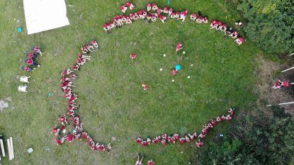 Chirokamp anno 2020: speelvelden afgebakend met rood-wit lint