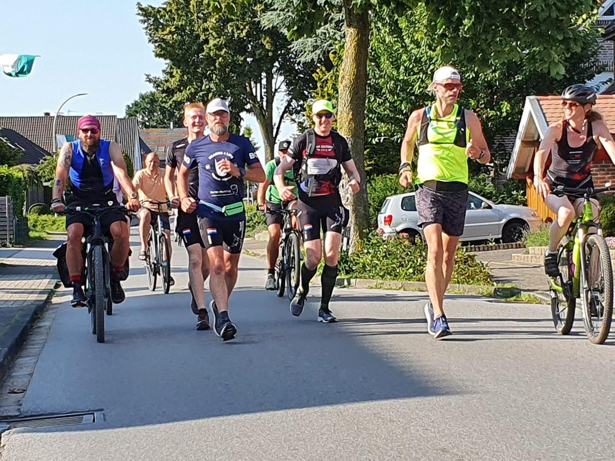 De mannen tijdens hun 'rondje Nederland'