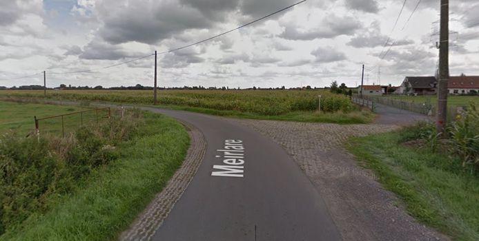 De bestuurder van een Citroën Berlingo - een 70-jarige man uit Lievegem - kwam er in een bocht in Meirlare (nabij Kerhoek) in aanrijding met een fietser