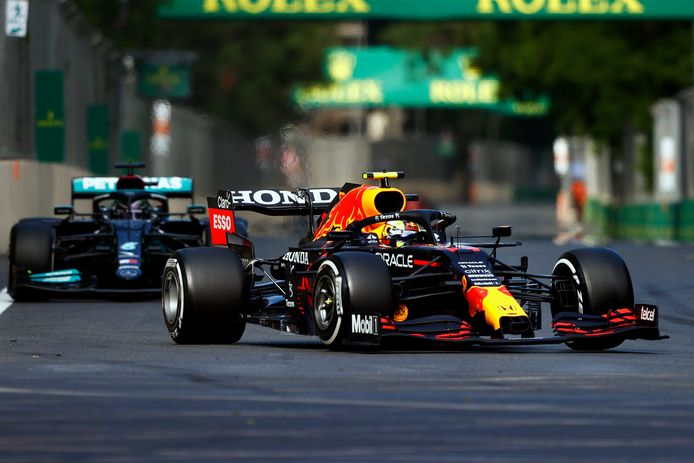 Hamilton achter Perez.