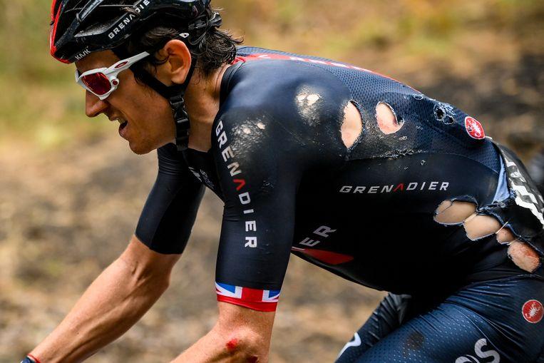 De beschadigde Geraint Thomas tijdens de etappe naar de Etna, die hij uiteindelijk wel uitreed.  Beeld AP