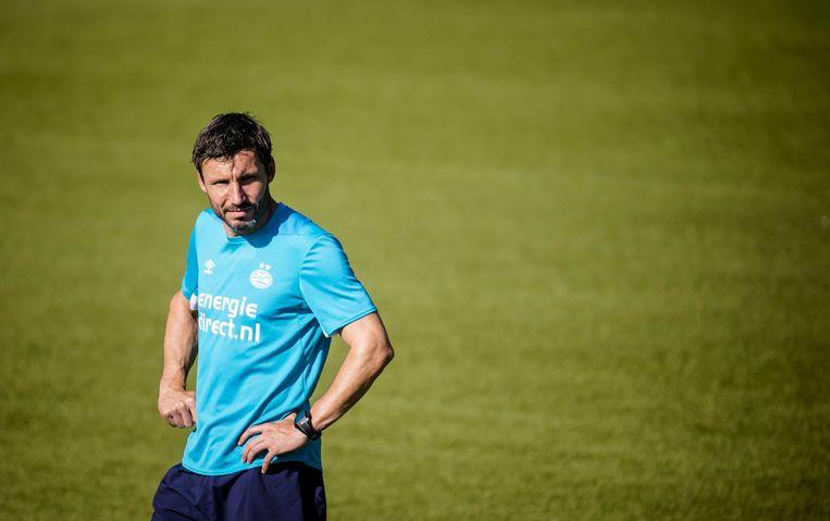 Trainer Mark van Bommel van PSV tijdens de training voorafgaand aan de eerste competitieronde van de Eredivisie in het seizoen 2018/2019.  Beeld ANP