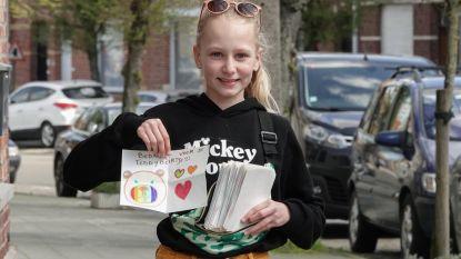 """Geike (11) bedankt 300 mensen die berenjacht mogelijk maken: """"Iedereen kreeg een briefje met een zelfgemaakte tekening in de bus"""""""