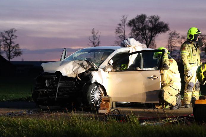 De automobiliste moest na de botsing uit haar auto worden bevrijd.