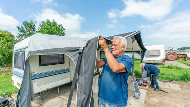 Het water komt en op deze camping worden caravans weggehaald: 'Zodat ze niet naar Rotterdam dobberen'