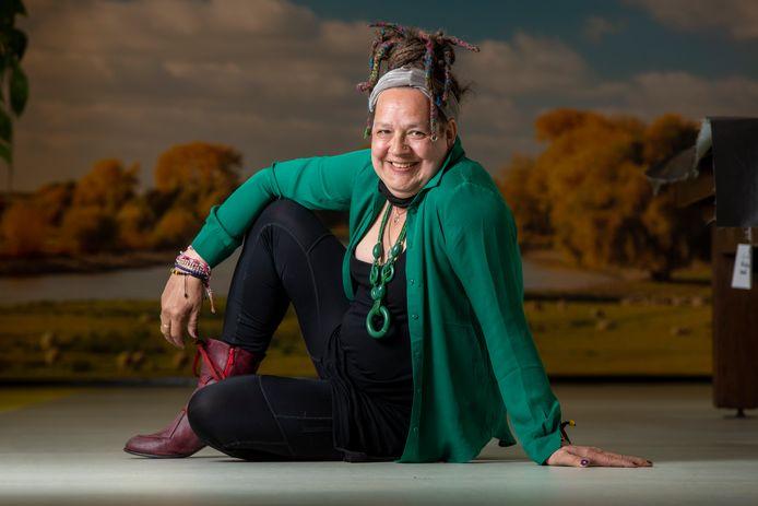 Tina Klumpen uit Zutphen is geboren als man, was verslaafd en kampte met PTSS. Momenteel ondergaat Tina de transitie van man naar vrouw.