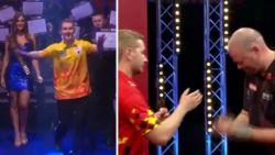 Als een exploot richting ware dartstop: 'Dancing Dimi' Van den Bergh (23) doet zelfs Van Barneveld het hoofd buigen