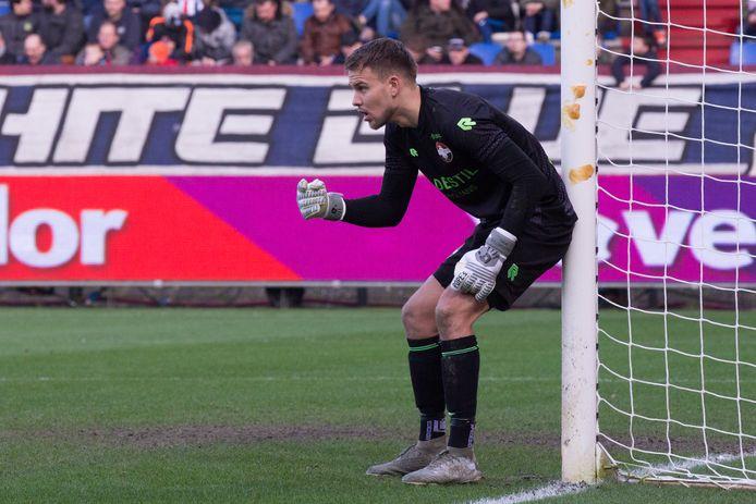 Timon Wellenreuther in actie tegen PEC Zwolle.