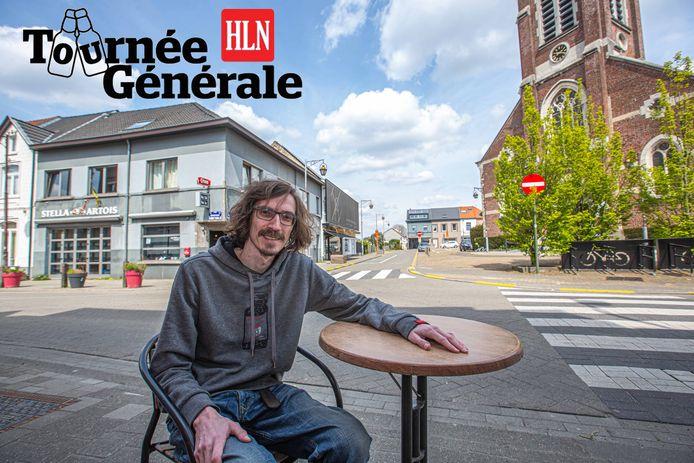 Steven De Loof van café De Nachtmis is er opnieuw helemaal klaar voor. Hij kan dankzij de gemeente zijn terras ook uitbreiden naar het openbaar domein rond de kerk.