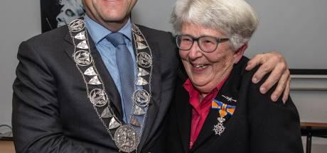 Zwolse voorvechtster van Franse taal Louise Hillen koninklijk onderscheiden