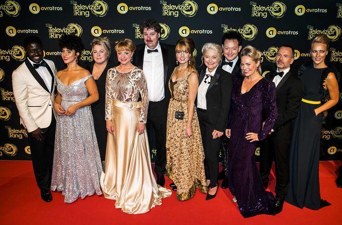 De cast van de Luizenmoeder op de rode loper voorafgaand aan het Gouden Televizier-Ring Gala 2018.