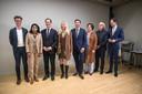 Het nieuwe college van Den Haag, met van links naar rechts: Martijn Balster (PvdA), Kavita Parbudhayal (VVD), Boudewijn Revis (VVD), Liesbeth van Tongeren (GroenLinks), Robert van Asten (D66), Saskia Bruines (D66), Bert van Alphen (GroenLinks) en Hilbert Bredemeijer (CDA).