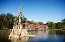Het kasteel van Klaas Vaak is de blikvanger van Efteling-bungalowpark Bosrijk.