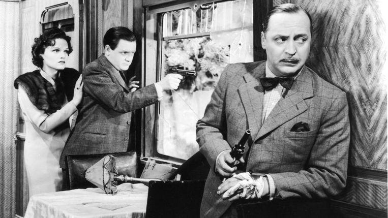 Linden Travers, Naunton Wayne en Basil Radford in 'The Lady Vanishes' van Alfred Hitchcock. Beeld