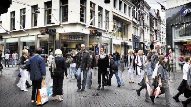 Gemeenten zullen in de toekomst beter moeten beargumenteren waarom zij toeristisch gebied zijn, en dus onbeperkt koopzondagen mogen toestaan. (WERRY CRONE, TROUW) Beeld