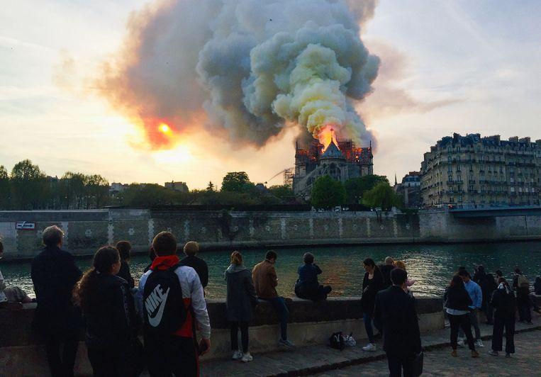 Beeld van 15 april, 2019. Twee jaar geleden werd de iconische kathedraal door een grote brand verwoest.  Beeld AFP