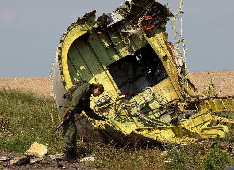 Een wrakstuk van het neergestorte vliegtuig MH17. Beeld AP