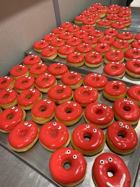 Rode Neuzengebakjes vlogen de deur uit bij bakkerij Vanderveken.