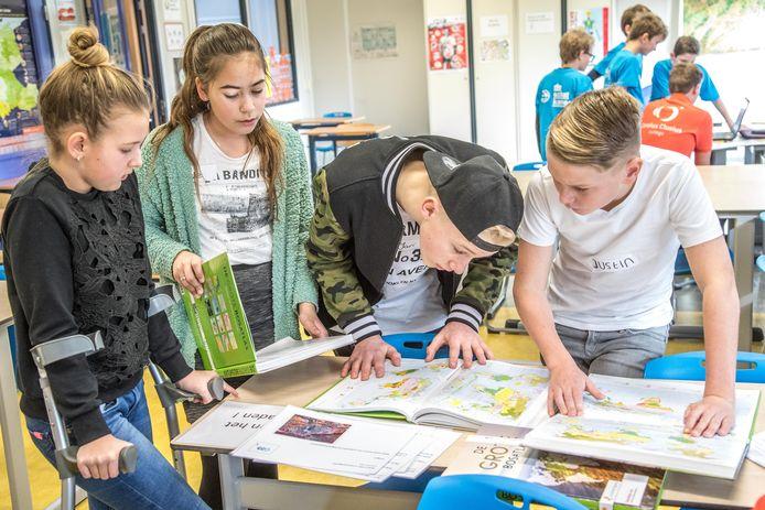 Basisschoolleerlingen uit Wezep en Zwolle tijdens de GEObattle om aardrijkskunde wat aantrekkelijker te maken. Foto Frans Paalman