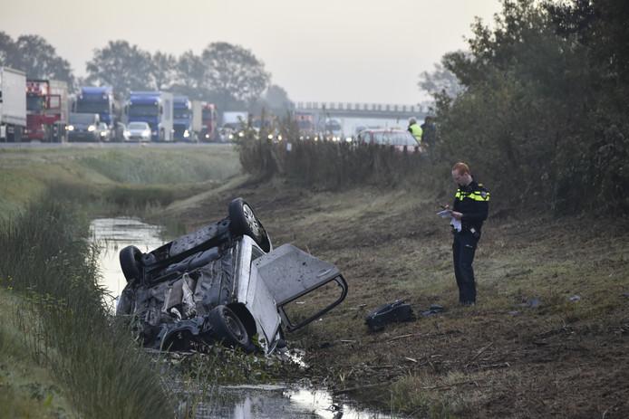 De politie hoopt dat automobilisten nog steeds met beelden van dashboardcamera's komen van het ongeluk op de N36 bij Ommen van dinsdag.