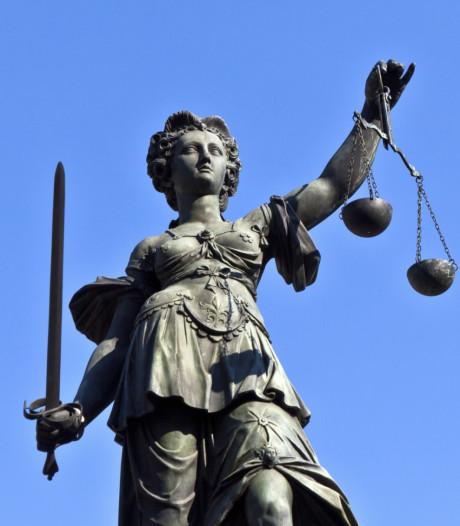 Man uit Eindhoven steekt partner in gezicht, eis vier jaar cel