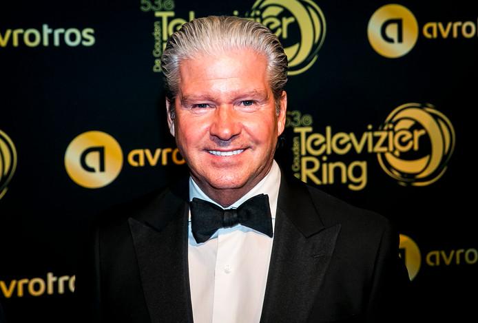 AMSTERDAM - Dries Roelvink is dit jaar nog een van de genodigden, maar denkt volgend jaar als een van de genomineerden over de rode loper van het Gouden Televizier-Ring Gala te wandelen. Dat zei de volkszanger voor de camera van het ANP.