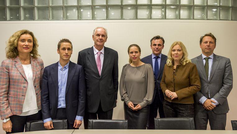 De leden van de onderzoekscomissie: Bergkamp (D66), Van Nispen (SP), De Roon (PVV), Schouten (ChristenUnie), Harbers (VVD), Van Toorenburg (CDA), Recourt (PvdA). Beeld ANP